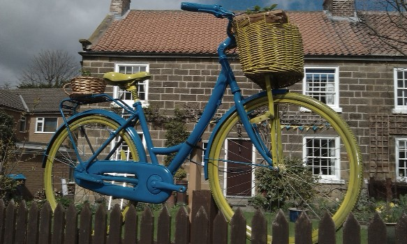great-ayton-the-blue-and-yellow-bikes